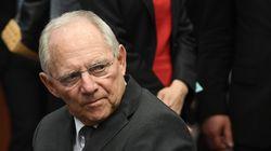 Γερμανικός Τύπος: Μόνο ο Σόιμπλε κατά της ελάφρυνσης του ελληνικού χρέους, παρά το θετικό διεθνές