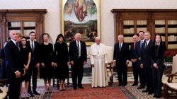 Η οικογένεια Άνταμς στο Βατικανό. Όταν ο Πάπας «έπαθε» θείο