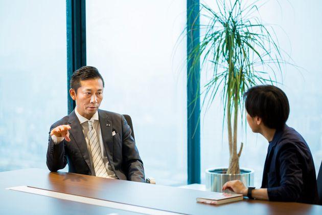 (左から)島田慎二さん、青野慶久さん