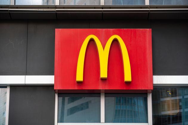 マクドナルドのロゴ イメージ写真