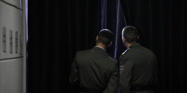 Προαναγγελία Βίτσα: Στα 33 έτη (από τα 35) μειώνεται το όριο ηλικίας για την εξαγορά της στρατιωτικής
