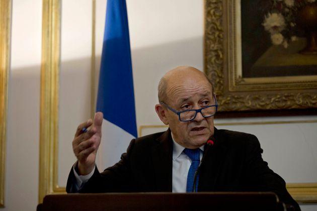 Les sept hommes ont réussi à extorquer 50 millions d'euros en se faisant pour le ministre...