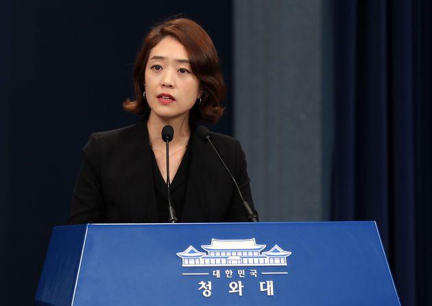 청와대가 문 대통령 '최저 지지율'에 대한 입장을 밝혔다