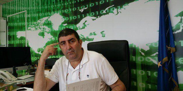 Ο διοικητής της Δίωξης Ηλεκτρονικού Εγκλήματος στη HuffPost Greece. Η «Μπλε Φάλαινα» και πώς να προστατεύσετε...