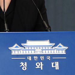 청와대가 문 대통령 '최저 지지율'에 대한 입장을