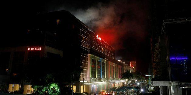 Φιλιππίνες: Πυρά και εκρήξεις σε τουριστικό συγκρότημα στη