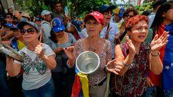 Xτυπώντας άδειες κατσαρόλες πολίτες στη Βενεζουέλα διαμαρτύρονται για την έλλειψη