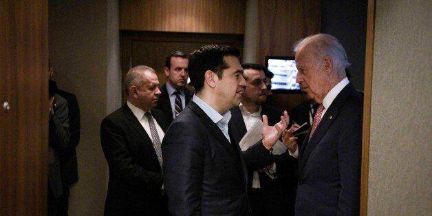 Τζο Μπάιντεν: Η Ελλάδα έχει επιβαρυνθεί με μη βιώσιμο