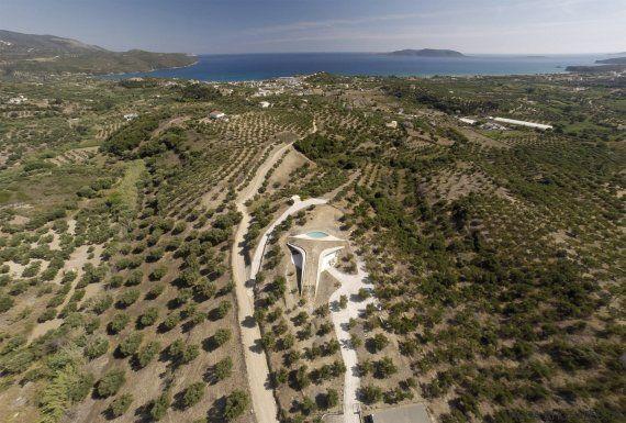 Μια βίλα στη Φοινικούντα βάζει την Πελοπόννησο στο χάρτη της σύγχρονης, συναρπαστικής