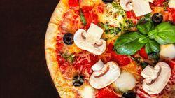 Trova i vermi nella pizza e lo scrive su Tripadvisor: condannato a pagare 5mila