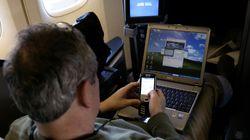 Την απαγόρευση των φορητών υπολογιστών σε όλες τις πτήσεις, εσωτερικές και διεθνείς, εξετάζουν οι