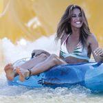 Lara Álvarez sube una foto en bikini... y la descriptiva reacción de Andrés Velencoso llama la
