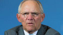 Σόιμπλε: Μη ρεαλιστική η πρόταση Μακρόν για υπουργό Οικονομικών της