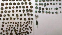 Είχε κάνει μουσείο την αποθήκη του. Πλήθος αρχαίων αντικειμένων βρέθηκε σε δύο αποθήκες στη