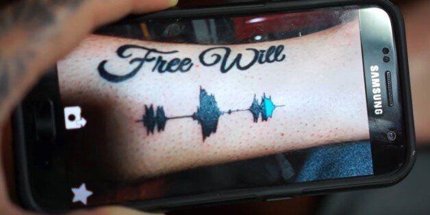 Soundwave tattoos: Ήρθε η μέρα που θα μπορούμε να ακούμε, κυριολεκτικά, τα τατουάζ