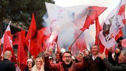 Στους δρόμους οι Αλβανοί για να απομακρύνουν από την εξουσία τον Έντι
