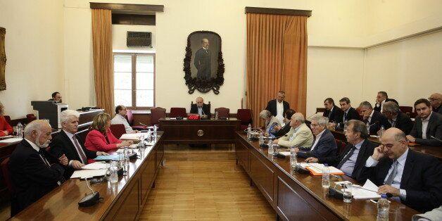 Τέλος στο καθεστώς της παράνομης λειτουργίας των τηλεοπτικών σταθμών, ζήτησαν τα κόμματα κατά την ακρόαση...