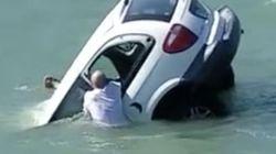 Βίντεο: Περαστικοί προσπαθούν να διασώσουν επιβάτες αυτοκινήτου που βουλιάζει στην