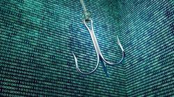 Συνέβη κι αυτό: Google και Facebook έπεσαν θύματα ηλεκτρονικού «ψαρέματος». Πόσα λεφτά