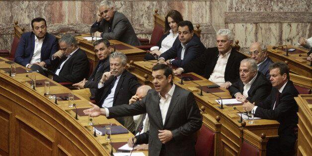 Tσίπρας: Η τροπολογία δεν διαγράφει πρόστιμα, η ΝΔ τα