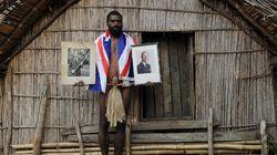 Η φυλή στο Βανουάτου που θεωρεί τον πρίγκιπα Φίλιππο της Βρετανίας Θεό και προσεύχεται σε