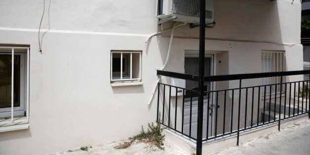 Πώς οι αστυνομικοί έφτασαν στο διαμέρισμα-«φυλακή» στη Δάφνη. Αντίκρισαν τη φοιτήτρια γυμνή και