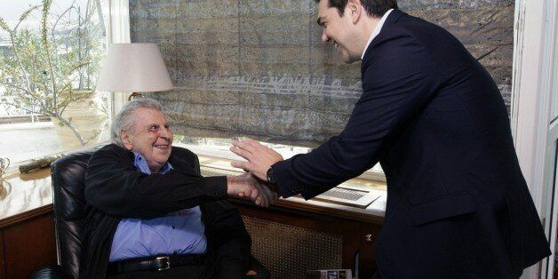 Με τον Μαδούρο συγκρίνει τον Τσίπρα ο Μίκης Θεοδωράκης. «Ο λαός φαίνεται εντελώς