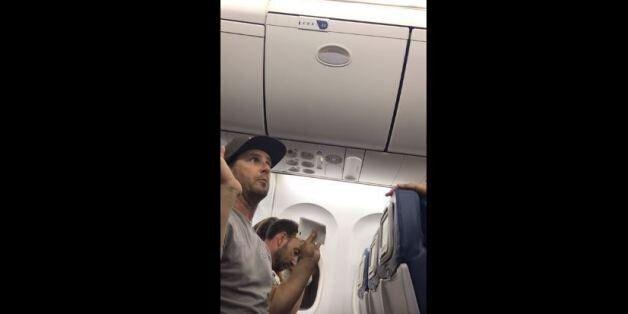 Η Delta Airlines απομάκρυνε οικογένεια από υπεράριθμη πτήση