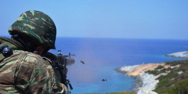 Βολή όπλων σε θαλάσσιους στόχους στο