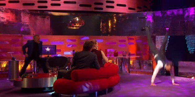 Ο Michael Fassbender μόλις απέδειξε πως θα χόρευε τέλεια το «Freestyler» των Bomfunk