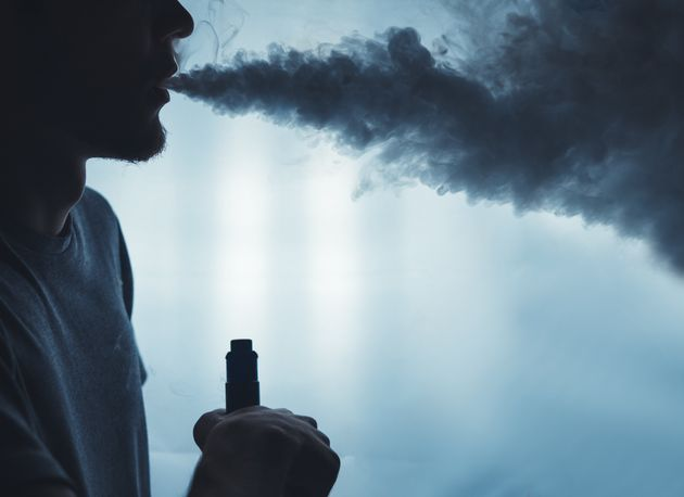 Τι πραγματικά συμβαίνει με το ηλεκτρονικό τσιγάρο; Δύο Έλληνες Καθηγητές Πνευμονολογίας