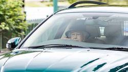 Η βασίλισσα Ελισάβετ οδήγησε την πράσινη Jaguar της ολομόναχη στους δρόμους της