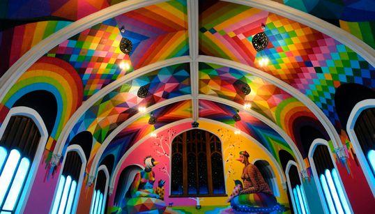 Σε αυτή την εντυπωσιακή εκκλησία, το Ιερό Μυστήριο γίνεται με τη χρήση