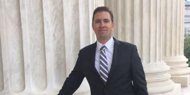 Ο άνδρας που παραβίασε τον Νόμο και τώρα διδάσκει Νομική στην
