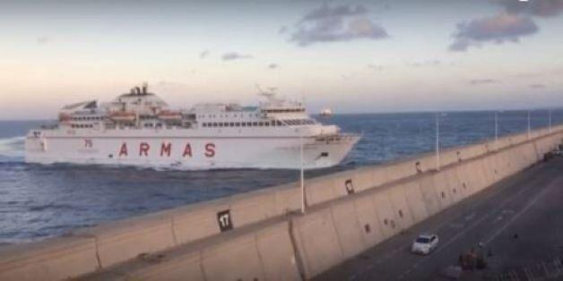 Πλοίο σπάει με την πλώρη το τείχος στο λιμάνι του Γκραν Κανάρια και πέφτει πάνω σε δρόμο