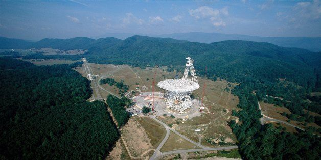 GREEN BANK, WV - 2000: World's largest fully steerable radio telescope at the National Radio Astronomy...