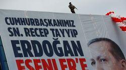 Βίαια επεισόδια σε όλη την Τουρκία - Νεκρός ένας φρουρός αξιωματούχου του