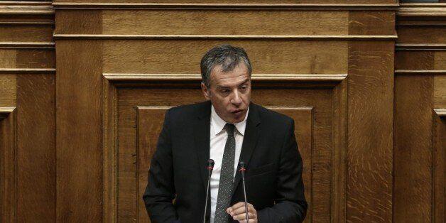 Θεοδωράκης: Η εποχή που δανειζόμασταν να τελειώσει και να μεγαλώσει η φορολογική