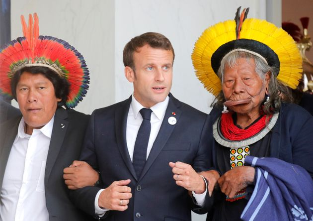 Emmanuel Macron aux côtés du chef Raoni Metuktire au mois de mai à