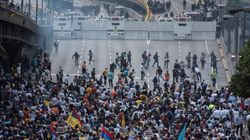 Οι δρόμοι της Βενεζουέλας βάφτηκαν και πάλι με αίμα - Οι πολίτες βγαίνουν και πάλι στους