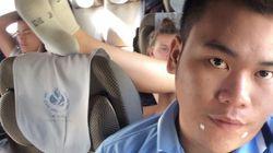 Η τουρίστρια που έγινε viral όταν αρνήθηκε να κατεβάσει τα πόδια της από το κάθισμα