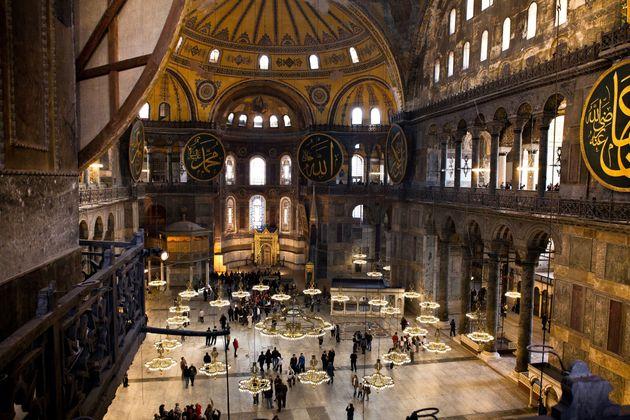 Πλαστή η υπογραφή του Ατατούρκ για να γίνει η Αγία Σοφιά μουσείο, ισχυρίζεται Τούρκος ιστορικός. Θέλουν...