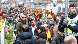 Στους δρόμους οι Σουηδοί ενωμένοι απέναντι στη βία. Σε εξέλιξη η έρευνα για την επίθεση στη