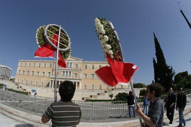 Πέντε χρόνια από την αυτοκτονία του Δημήτρη Χριστούλα στο Σύνταγμα. Τι λέει η κόρη του στο Al