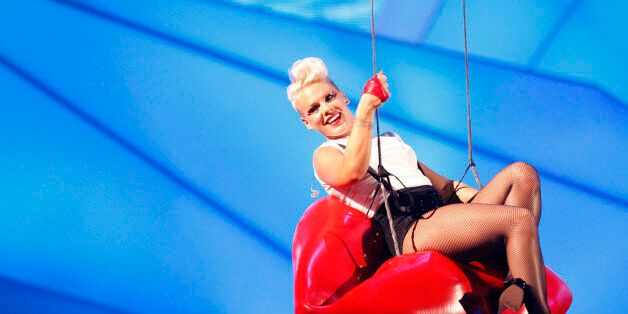 Singer Pink is suspended in the air as she performs during the 2012 MTV Video Music Awards in Los Angeles, September 6, 2012.   REUTERS/Mario Anzuoni (UNITED STATES  - Tags: ENTERTAINMENT)  (MTV-SHOW)