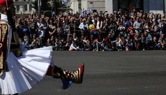 Η στρατιωτική παρέλαση της 25ης Μαρτίου μέσα από 17