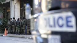 Επεισόδια στα Εξάρχεια: Επίθεση με μολότοφ κατά της διμοιρίας των ΜΑΤ στα γραφεία του