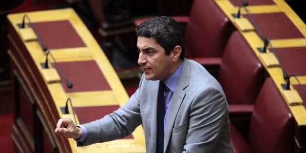 Για αριστερές ιδεοληψίες κατηγορεί τη νεολαία του ΣΥΡΙΖΑ, ο Λευτέρης