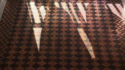 Κι όμως, αυτό το πάτωμα είναι φτιαγμένο από 13.000 ξεχασμένα