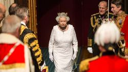 Η βασίλισσα εγκρίνει επίσημα το νόμο που εξουσιοδοτεί την Μέι να εκκινήσει τις συνομιλίες για το